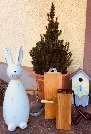 Traditionelles Klappern vor Ostern